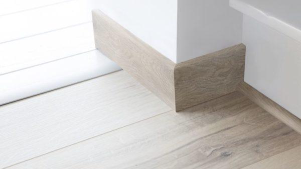MDF listverk i samme farge som gulvet